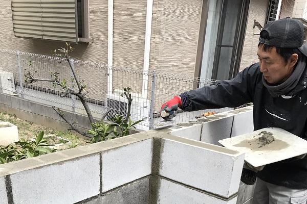 長年のブロック塀にフェンスと猫除け